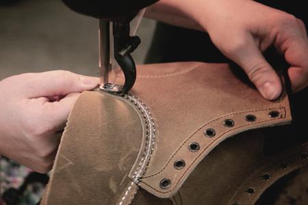Cosido de piezas del calzado