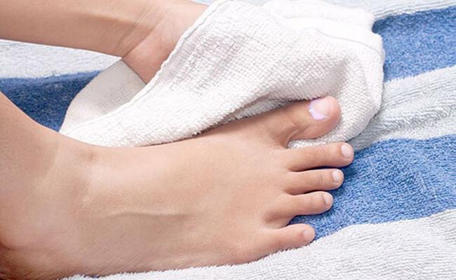 Secar los pies